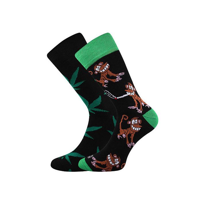 Barevné ponožky opice