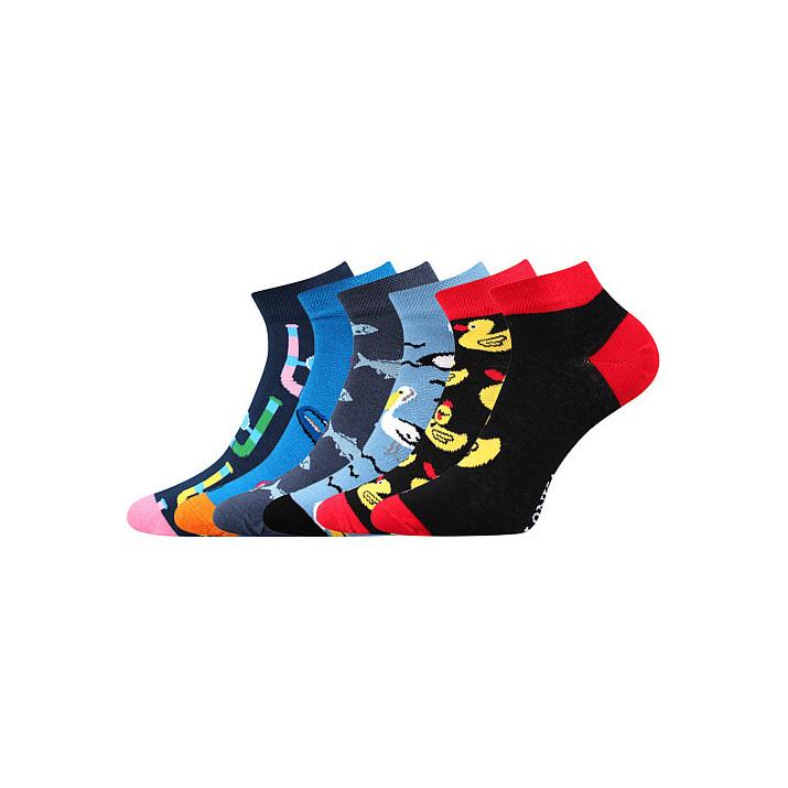 3 páry barevných ponožek...