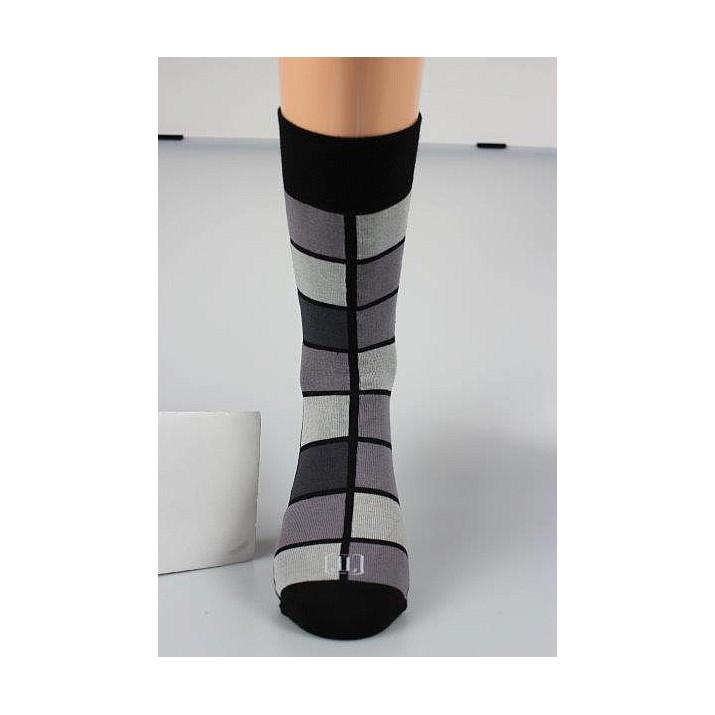 Barevné ponožky kostky šedé